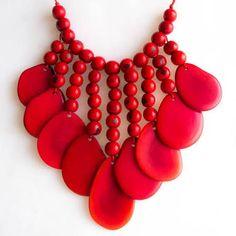 Resultado de imagen para red necklace Red Necklace, Fashion Necklace, Beaded Necklace, Fashion Jewelry, African Beads, African Jewelry, Prom Necklaces, Jewelry Necklaces, Pendant Jewelry
