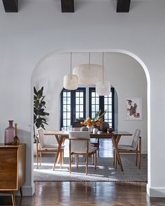 Modern organic dining room design in a traditional modern home. #diningroominspo #modernlighting #paperpendants