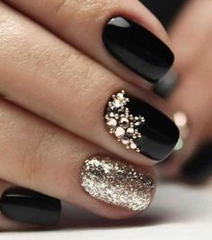 68 Trendy Nail Art Designs to Inspire Your Winter Mood winter nails; red and gold nail art designs. Red And Gold Nails, Gold Nail Art, Red Nails, Black Nail Art, Red Gold, Black Art, Red Manicure, Black Nail Polish, Gold Polish