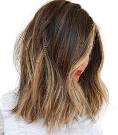 20 Light Brown Hair Looks and Ideas Choppy Brunette Lob with Caramel Blonde Highlights - Station Of Colored Hairs Hot Hair Colors, Ombre Hair Color, Cool Hair Color, Brown Hair Balayage, Brown Blonde Hair, Hair Highlights, Partial Highlights, Blonde Ombre, Dark Hair