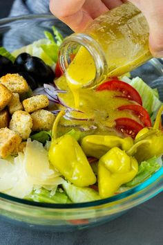 This Olive Garden salad recipe is a copycat of the restaurant favorite with tomatoes, olives, onion and croutons, all tossed with a creamy Italian dressing. Avocado Salad Recipes, Best Salad Recipes, Salad Dressing Recipes, Copycat Recipes, Olive Garden Salad, Olive Garden Recipes, Salad Places, Sprout Recipes, Italian Salad