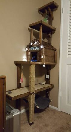 Homemade Cat Tree - So neat! Cool Cat Trees, Diy Cat Tree, Cool Cats, Cat Hacks, Cat Towers, Cat Shelves, Cat Stands, Cat Playground, Cat Room