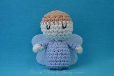 It is a Amigurumi World: Patron Angel . Crochet Angels, Crochet Dolls, Crochet Baby, Knit Crochet, Doll Patterns, Crochet Patterns, Patron Crochet, Diy Christmas Ornaments, Amigurumi Doll