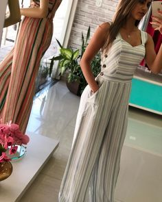 Love these overalls Stylish Outfits, Cute Outfits, Amarillis, Mode Hijab, Look Chic, Indian Dresses, I Dress, Striped Dress, Casual Looks
