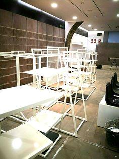 Servicio de montadores y carpinteros especializados en la instalación de elementos para espacios comerciales Loft, Bed, Tenerife, Furniture, Home Decor, Shop Fittings, Retail Space, Commercial Shelving, Dressing Rooms