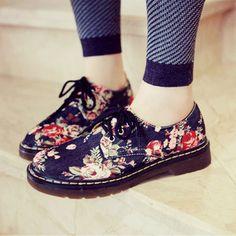 Retro floral flat shoes