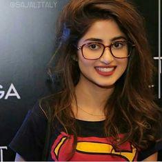 Beautiful and Sexy Babes! Share the beauty and love. Pakistani Models, Pakistani Girl, Pakistani Actress, Bollywood Actress, Beauty Full Girl, Cute Beauty, Real Beauty, Mahira Khan Dresses, Indiana