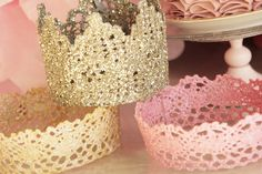 Para as princesas DIY Lace Crowns- coat lace with fabric stiffener, let dry overnight, spray with spray paint Princess Birthday, Girl Birthday, Birthday Crowns, Birthday Hats, Birthday Ideas, Birthday Week, Birthday Favors, Birthday Diy, Crafts For Kids
