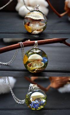 Sea shell necklaces. Resin, epoxy resin, resin art, resin crafts, resin ideas, craft ideas, terrarium jewelry, handmade craft, handmade ideas, jewelry, handmade jewelry, resin jewelry, flower jwelry, sea, shell, pearl, necklace handmade, nature, christmas gifts, gifts for girlfriend, gifts for her, craft ideas, gift ideas