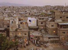 Refugee Camp of Tadamon in Beirut (Lebanon) / Photograph by Simon Norfolk