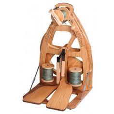 Rueca plegable con dos pedales y cuatro velocidades de trabajo.Incluye bolsa para transportarla.