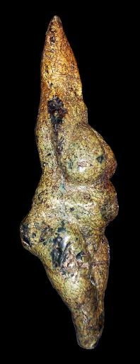 The Venus of Savignano is a venus figurine made from soft greenstone (serpentine) dating back to the Upper Paleolithic, which was discovered in 1925 near Savignano sul Panaro in the Province of Modena, Italy Cro Magnon, Religions Du Monde, Paleolithic Period, Art Pariétal, Ancient Goddesses, Art Ancien, Mother Goddess, Sacred Feminine, Stone Age