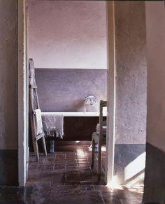 Casinha colorida: Banheiros no estilo rústico