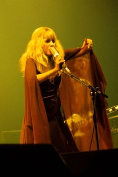 super blonde Stevie ☆♥❤♥☆ onstage doing her floaty sheer shawl thing during Fleetwood Mac's 'Rumours' tour, 1977 ~ http://goldduststevie.tumblr.com/post/4261597154