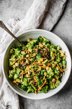 Fresh vegan curried broccoli chickpea salad with an amazing tahini dressing. This salad packs plenty of protein and fiber for a satisfying lunch thats perfect for meal-prep! This salad takes less than 20 minutes to throw together. Broccoli Recipes, Salad Recipes, Broccoli Salad, Spinach Salads, Asparagus Salad, Broccoli Cauliflower, Vegetable Recipes, Healthy Side Dishes, Side Dish Recipes