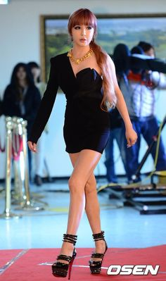 I like this dress...And I like Bom in this dress...
