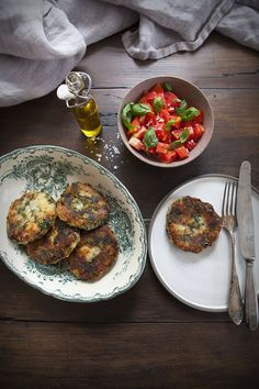 Kotlety ziemniaczane ze szpinakiem i ziołami – White Plate