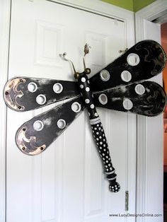 30 Artistic Ceiling Fan Blade Art Ideas 30 Artistic Ceiling Fan Blade Art Ideas The Thing Is Nothing Is Useless If You Got Imagination And Ideas Now Scroll Down To Check Out Ceiling Fan Blade Art Ideas 30 Artistic Ceiling Fan Blade Art Ideas Fan Blade Dragonfly, Dragonfly Yard Art, Garden Crafts, Garden Art, Cottage Crafts, Garden Deco, Glass Garden, Garden Projects, Fan Blade Art