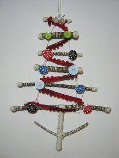 Albero di Natale con materiale di recupero, decorazione da parete. https://www.facebook.com/pages/Avanzi-di-Craft-Room/274731992652664