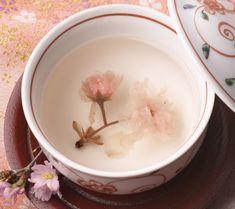 Photography of Tea, Coffee and Juice - Japanese cherry tea 9 Japanese Sweets, Japanese Food, Japanese Recipes, Sushi, Chocolate Caliente, Tea Culture, Japanese Tea Ceremony, Tea Art, My Cup Of Tea