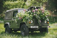 It has been wonderful seeing so many photos in the last few days of the Land Rover Defender which ceased production yesterday. What a great vehicle, loved by so many people. An end of an era for a perfect piece of British design.  Our favourite photo is this Defender filled with British flowers by @firenzaflowers & @simplybyarrangement (image @sarahnmasonphoto)