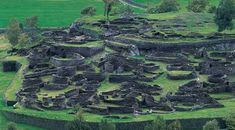 Castro de Coana was a Celtic settlement and established in the Iron Age and later occupied by the Romans. Asturias