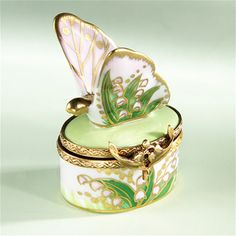 Limoges Lily of the Valley Butterfly Box - Limoges Boxes , Limoges Animal Boxes, Limoges Bees,Butterflies, Ladybugs Boxes Pretty Box, Tiny Treasures, China Painting, Little Boxes, Lily Of The Valley, Chain Pendants, Trinket Boxes, Jewelry Box, Decorative Boxes