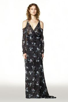 See the complete Preen by Thornton Bregazzi Pre-Fall 2016 collection.