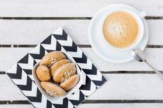 Ciasteczka proteinowe - przepis Dessert Recipes, Desserts, Pretzel Bites, Latte, Healthy Recipes, Healthy Food, Bakery, Bread, Diet