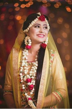 Bridal Outfits and Bridal Jewelry for Haldi Ceremony. Outfits and adornments the bride, groom and the relatives wear for the Haldi ceremony Mehndi Brides, Bridal Mehndi, Indian Bridal, Mehndi Outfit, Indian Wedding Outfits, Bridal Outfits, Flower Jewellery For Mehndi, Flower Jewelry, Mehndi Flower