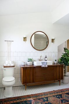 Small bathroom renovations 657244139354767959 - Wohninspiration – Dream Team: Holz plus Pflanzen Modern Vintage Bathroom, Modern Bathroom Design, Bathroom Designs, Bathroom Ideas, Bathroom Inspiration, Vintage Bathroom Vanities, Restroom Ideas, Bath Ideas, Shower Ideas