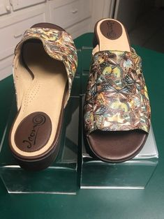 3979cbdbd95e9a NEW Icon Sz 10M Leather Butterfly Print Wearable Art Wedge Slip On Sandals  NWOB  Icon