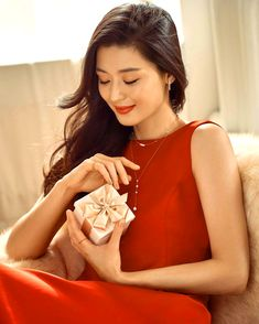 Jun Ji Hyun is a holiday goddess in new cuts for 'Stonehenge Jewelry' Korean Actresses, Asian Actors, Korean Actors, Actors & Actresses, Korean Dramas, Heo Joon Jae, Jun Ji Hyun, Rose Gold Accessories, Lee Bo Young