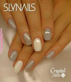 False nails have the advantage of offering a manicure worthy of the most advanced backstage and to hold longer than a simple nail polish. The problem is how to remove them without damaging your nails. Winter Nail Designs, Nail Art Designs, Nails Design, Nail Color Combinations, Natural Nail Designs, Gel Nail Colors, Silver Nails, White Nails, Dark Grey Nails