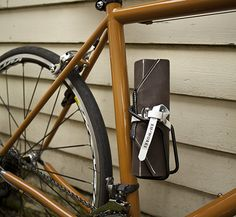 Godspeed Shop – Nomad Tool Roll. Brown and Black.