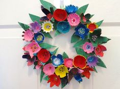 egg carton flower wreath could look good framed in box frame Kids Crafts, Craft Activities For Kids, Toddler Crafts, Easter Crafts, Diy And Crafts, Literacy Activities, Egg Carton Art, Egg Carton Crafts, Egg Cartons