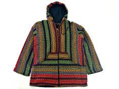 Lekka i praktyczna kurtka parka unisex w indiańskie, azteckie wzory. Ubranie w bogatej kolorystyce, z plecionej tkaniny. Ciekawie zaprojektowana, z kapturem i szerokimi rękawami. Kaptur jest wiązan...
