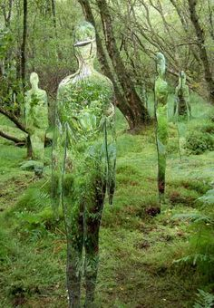 Rob Mulholland, a scottish sculptor who created this series of mirrored, reflective sculpted figures referred to as 'Vestige' inside the forest across the David Marshall lodge, Scotland Reflective Sculpture, Environmental Art, Outdoor Art, Installation Art, Oeuvre D'art, Garden Art, Les Oeuvres, Cool Art, Sculptures