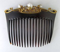 Tortoise shell, gold, pearl, comb
