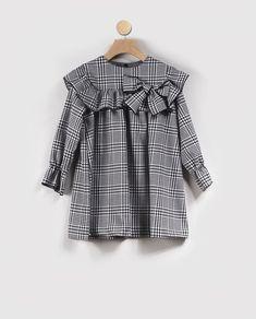 Frocks For Girls, Kids Frocks, Little Girl Dresses, Baby Dress Design, Frock Design, Little Girl Fashion, Kids Fashion, Blogger Moda, Kids Dress Wear