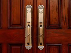 How Much Does a Fiberglass Entry Door Cost? Double Door Handles, Front Door Handles, Door Handle Sets, Best Front Doors, Double Front Doors, Fiberglass Entry Doors, Aluminium Doors, Antique Doors, Photos