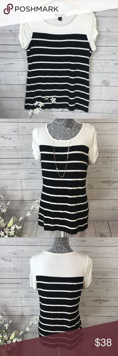 WHBM Striped Top Sz L •gently used like new  condition White House Black Market Tops Tees - Short Sleeve