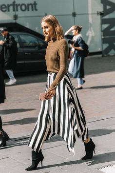 """hangoveroffashion: """"Street Style   LFW SS18 """" MORE FASHION AND STREET STYLE"""