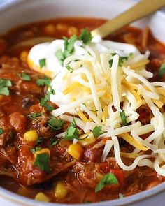 5-ingredient dinner alert! This Instant Pot Pork Chili is about to be your new go-to chili recipe. It's made with 5 Good & Gather only at @Target ingredients including a pork shoulder butt roast, beans, taco seasoning, and a jar of salsa! #goodandgather #ad