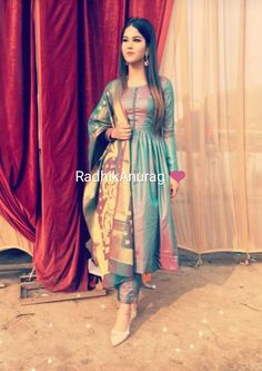 Narrow pants with frock design Patiala Suit Designs, Kurti Designs Party Wear, Kurta Designs, Pakistani Dresses, Indian Dresses, Indian Outfits, Indian Attire, Indian Wear, Stylish Dresses