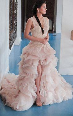 Philippine wedding gown atelier Veejay Floresca made this breathtaking dress.