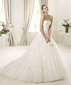 Pronovias presents the Donaire wedding dress, Glamour 2013. | Pronovias