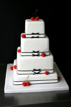This wedding cake looks great, right? It comes from Sugarplum, the parisian specialist of wedding cakes, founded by three Americans!  http://www.cadranhotel.com/