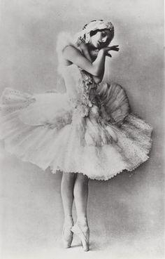 Anna Pavlova - c. 1905 - 'The Dying Swan' - Costume design by Leon Bakst