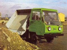 Lorries Although we pay less, but how this is actually a truck? IFA Multicar , then only Multicar , or even Kinderkamion or multikráva , that was a long … Small Trucks, Smart Car, Old Cars, Zine, Cars And Motorcycles, Germany, History, Vehicles, Vintage